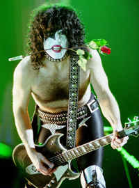 Paul Stanley teases all the ladies in the front rows - photo by Adam Bielawski