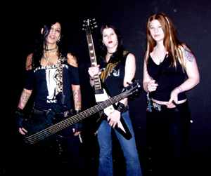 Kittie photo by Phil Hunt